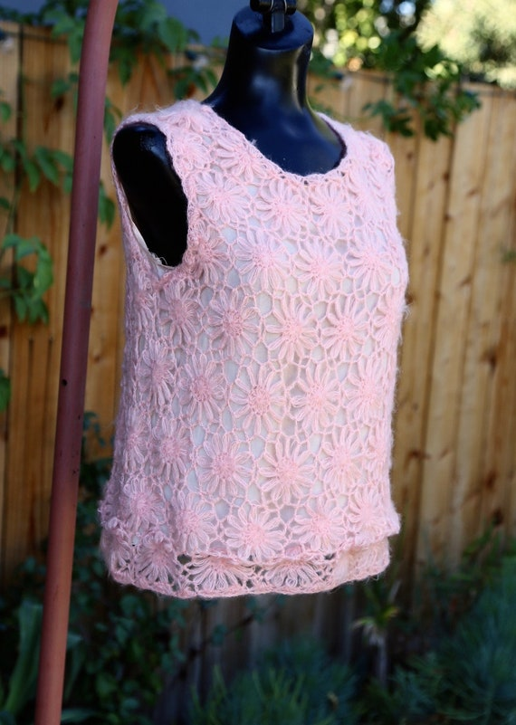 Vtg 60s Daisy Chain Sweater Vest / Pullover Top T… - image 3