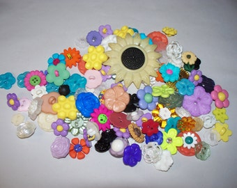 100 Flower  Shaped Buttons, Lot 2674 (Free US Shipping)