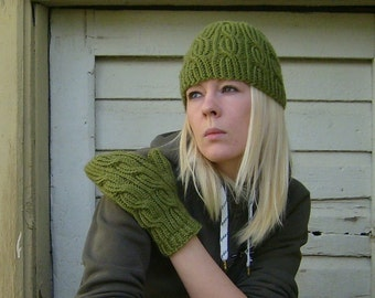 Hat and Mittens Knitting pattern. Loopy hat and mittens tutorial.