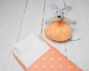 Small felt animal mouse doll in matchbox kids gift felt play set stuffed animal miniature animal apricot pink doll bed