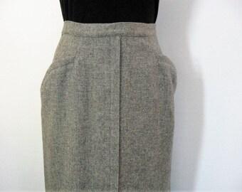 True 50s Vintage Pencil Skirt Gray Speckled Wool, Hip Pockets, Straight Wiggle w/Kick Pleat, College Town, Rockabilly Sweater Girl, Waist 25