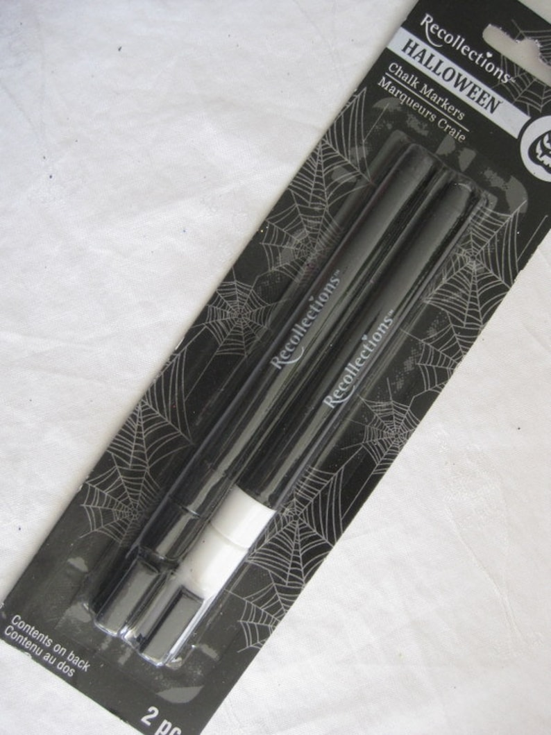 halloween arts Halloween chalk markers crafts and decor. 2 markers white and black