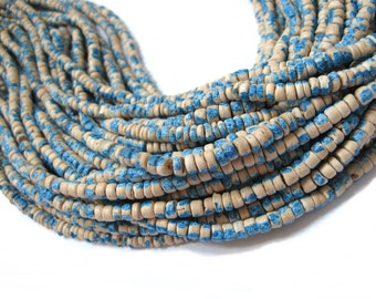 130 coconut beads marblized beige and blue splashing 4-5mm