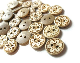 10 Coconut Shell Buttons 13mm - Daisy Flower