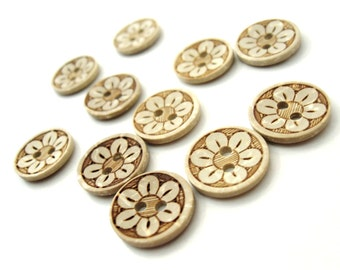 10 Coconut Shell Buttons 15mm - Daisy Flower