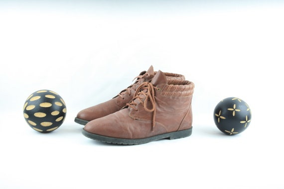Size 9 Flat Boot-Vintage Women's Lace Up Boots-19… - image 4