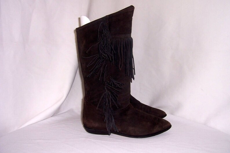 Sz 9 Women Vintage tall brown soft suede 1980s flat slouch boots.