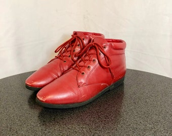 Sz 7 M Vintage Fire Engine Red Genuine Leather 1990s Women Danexx Flat Lace Up Ankle Boots.