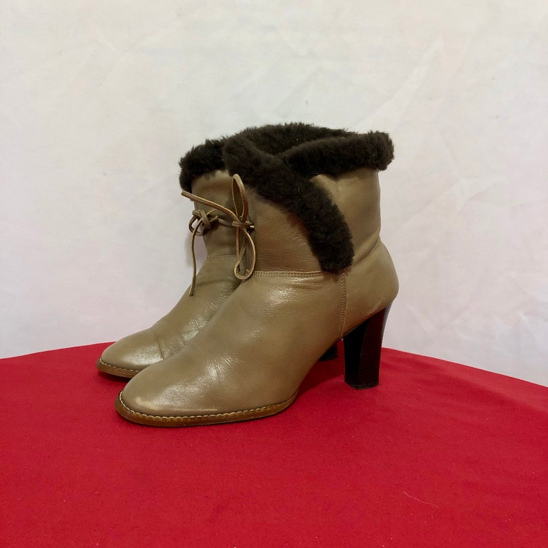 Size 6.5m Short Two Tone Taupe And Brown Genuine Leather And Faux Fur 1980s Women Stack Heel Ankle Boots. Vintage Ankle Boots