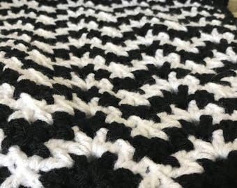 Crochet Black and White Baby Afghan with Zig Zag Chevron Design
