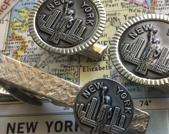 Vintage Souvenir NEW YORK City Cufflinks and Tie Bar Statue of Liberty Skyline Skyscrapers Old NYC 1960's