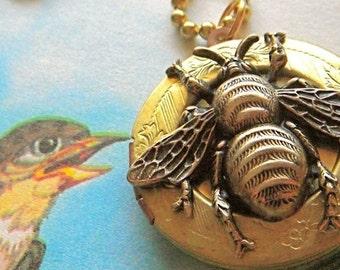Brass Bee Locket Necklace Brass Vintage Round Locket Rustic Primitive Gothic Victorian Bee Jewelry Steampunk Style