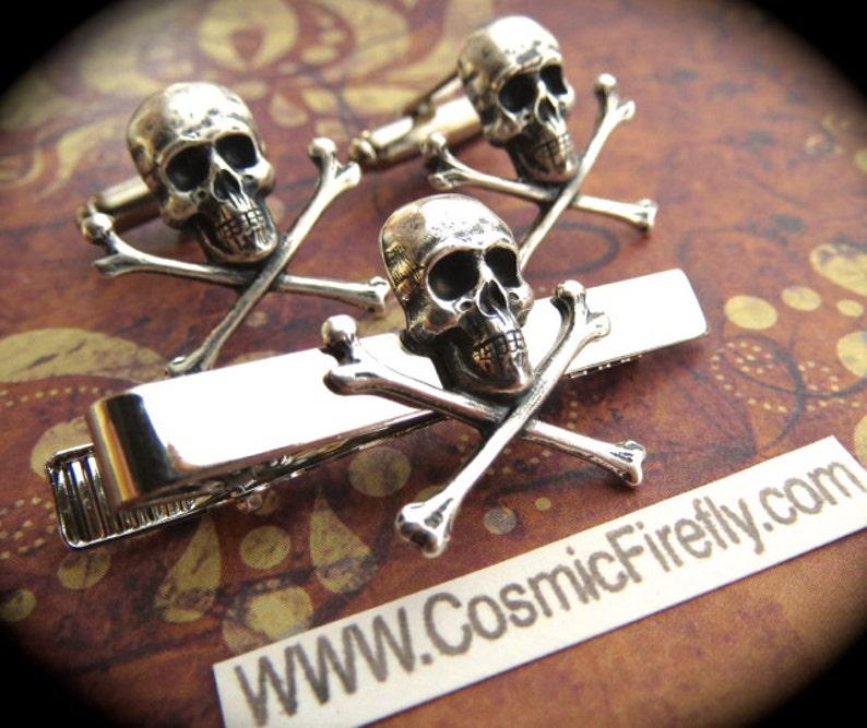 Silver Skull Cufflinks & Skull Tie Clip Men's Cufflinks image 0