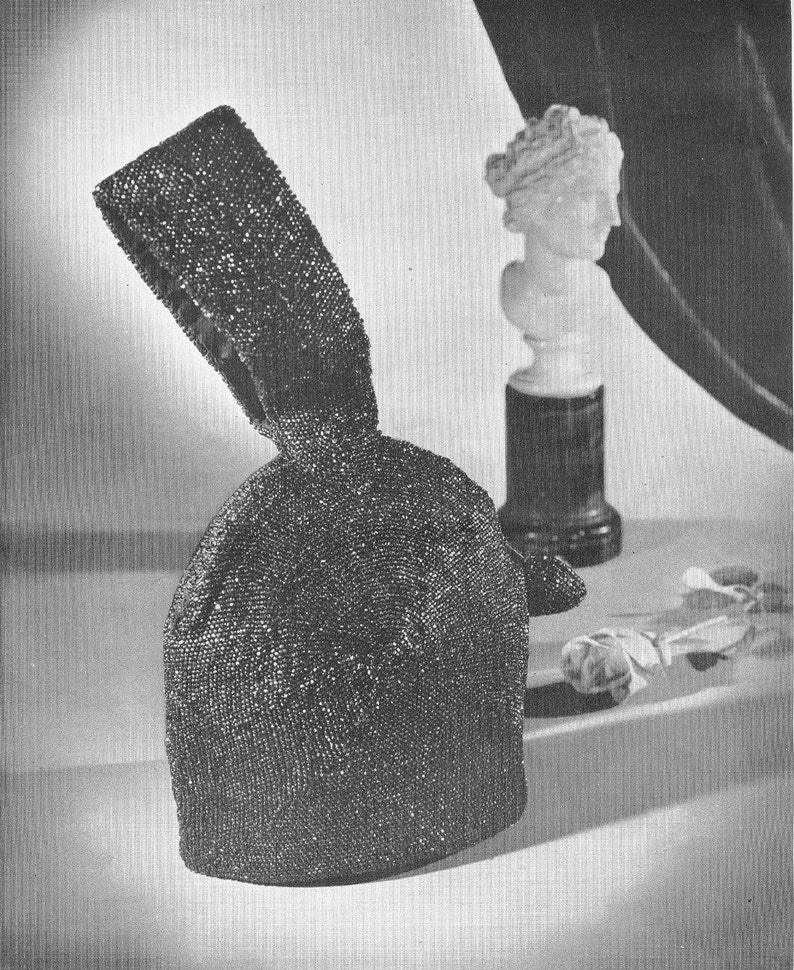 Vintage Crochet Patterns 1940s Hiawatha Beaded Handbags Purses Accessories Bead Studded Braided Jeweled Necklaces Earrings Bracelets Book 30