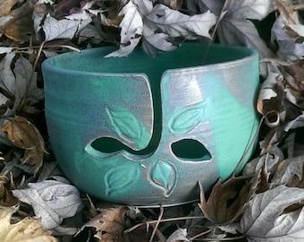 Yarn bowl green leaf pattern