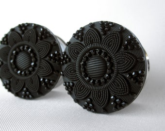 """Pair of Black Embossed Flower Button Plugs - Girly Gauges - 1/2"""", 9/16"""", 5/8"""", 3/4"""", 7/8"""", 1"""" (12mm, 14mm, 16mm, 19mm, 22mm, 25mm)"""