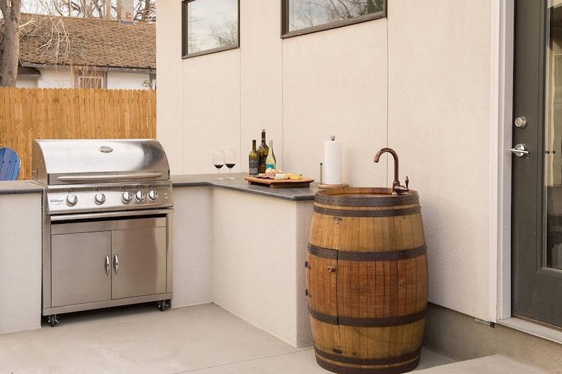 tonneau de vin vanité avec évier de bar de cuivre martelé   etsy
