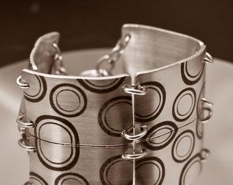 Retro Circles Etch Aluminum Metal Bracelet