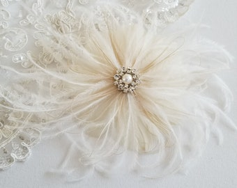 Champagne Feather Wedding Headpiece, Bridal Feather Hairpiece,  Wedding Fascinator, Bridal Feather Headpiece, Ivory and Light Gold