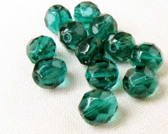 Green Faceted Glass Bead 8mm Faceted Bead 33 Beads Czech Beads Jewelry Supply #123