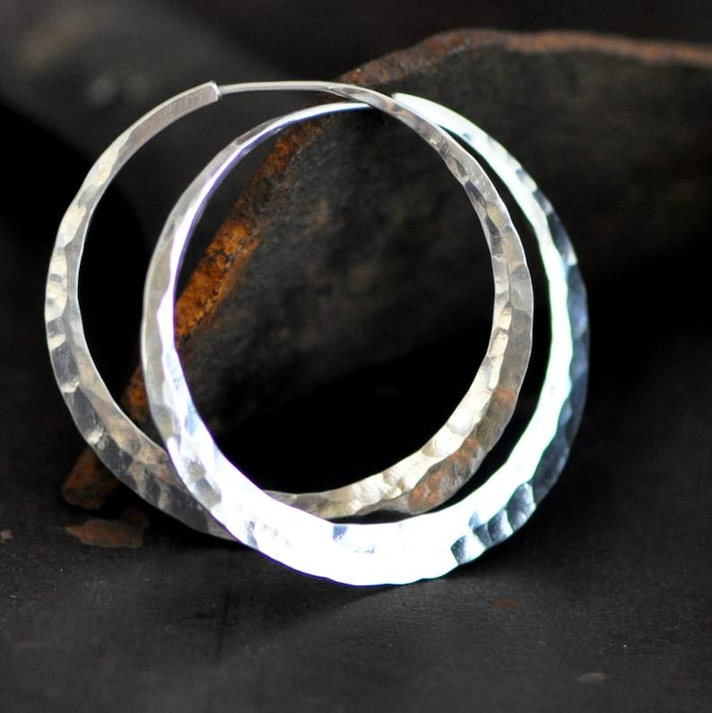 a5ed4d47ea13 1 1 2 pulgada martillado aretes de plata esterlina extra