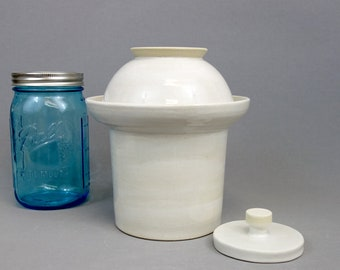 White Stoneware Fermenting Crock with Weight: 5 cup capacity fermentation lidded vessel with round pressing weight