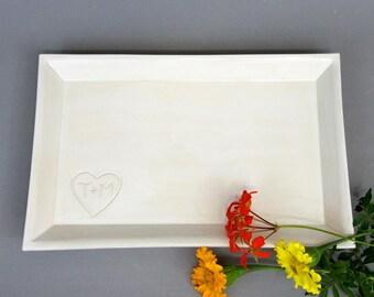 """Grès blanc personnalisé plateau rectangulaire 8 """"x 12» à la main en céramique plat de service avec coeur personnalisé et les initiales"""