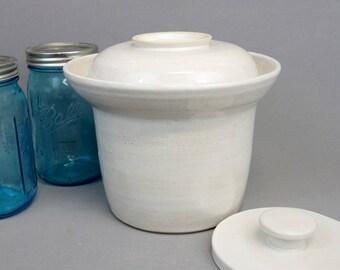White Stoneware Fermenting Crock: 2.5 quart capacity ceramic fermentation lidded vessel with round pressing weight