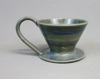 Fait main en céramique versez sur le cône de café, en gris brillant, versez dessus la machine à café, tasse cafetière, café versez sur la tasse avec anse