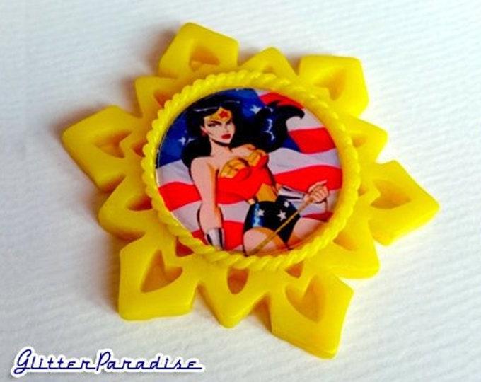 Timm's Wonder Woman - Brooch - Bruce Timm - DC Comics - WW - Feminist - Diana Prince - Amazonian-Olympian - Stars - GPW - Glitter Paradise®