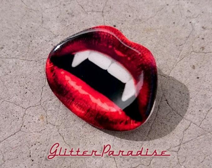 Vampire Kiss - Brooch - Vamp - Gothic - Dark Side - Spooky - Vampire Claw - Retro Ghoul - Vintage Horror - Vampire Teeth - Glitter Paradise®
