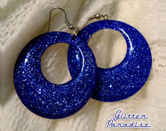 Confetti Lucite Hoops Blue - Earrings - Confetti Lucite Hoops - Hoops Earrings - Glitter Hoops - Retro Earrings - Pinup - Glitter Paradise®