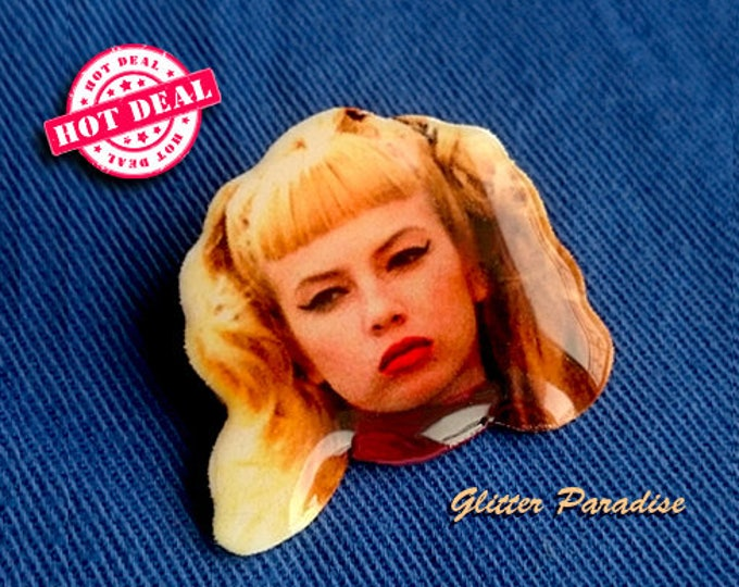 Wanda Woodward - Brooch - Cry Baby - Beat it, Creep - Tracy Lords - Rockabilly - John Waters - Nora Louise Kuzma - 1950 - Glitter Paradise®