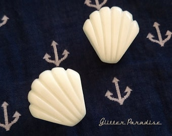 Seashell - Earrings - Under the Sea - Sea Life - Ocean Lover - Mermaid Earrings - Beach - White Seashell Earrings - Glitter Paradise®