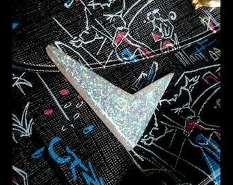 Confetti Lucite Sharp Boomerang White - Brooch - Confetti Lucite - Atomic Boomerang - Mid-Century Modern 50's - Lucite - Glitter Paradise®