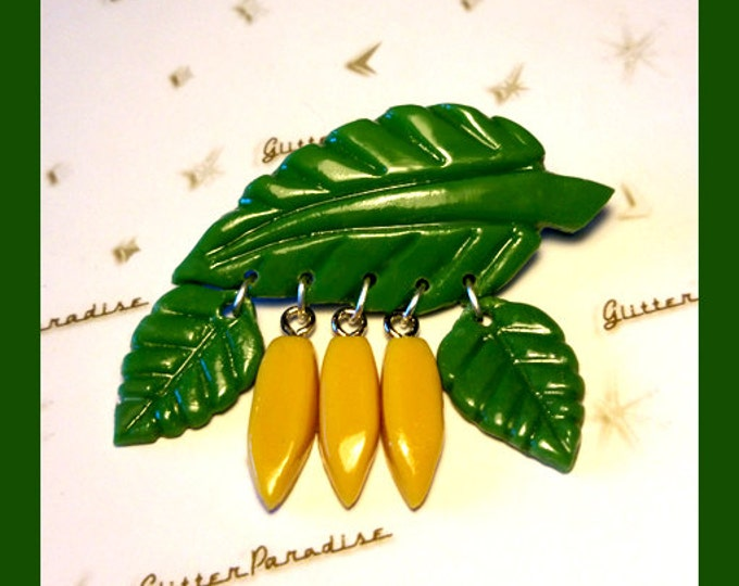 Fakelite Bananas & Leaves - Brooch - Bananas - Vintage Replica - Fakelite - 40s - 50s - Novelty Brooch - Carved Bakelite - Glitter Paradise®