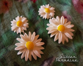 Daisy Drops - Earrings - Daisies - Flower Jewelry - Daisy Jewelry - 1960's Inpsired - Floral Earrings -  White Flowers - Glitter Paradise®