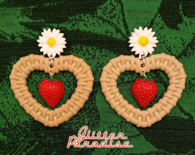 Rattan Love Strawberry - Earrings - Rattan Raffia Jewelry - Heart - Tutti Frutti - Strawberry Earrings - Rattan Jewelry - Glitter Paradise®