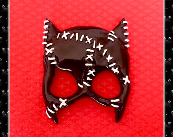 Cat Woman Mask - Brooch - Selina Mask - Cosplay Jewelry - Cat Girl - Black Vinyl Style - Sexy Kitty Girl - Black Kitty - Glitter Paradise®