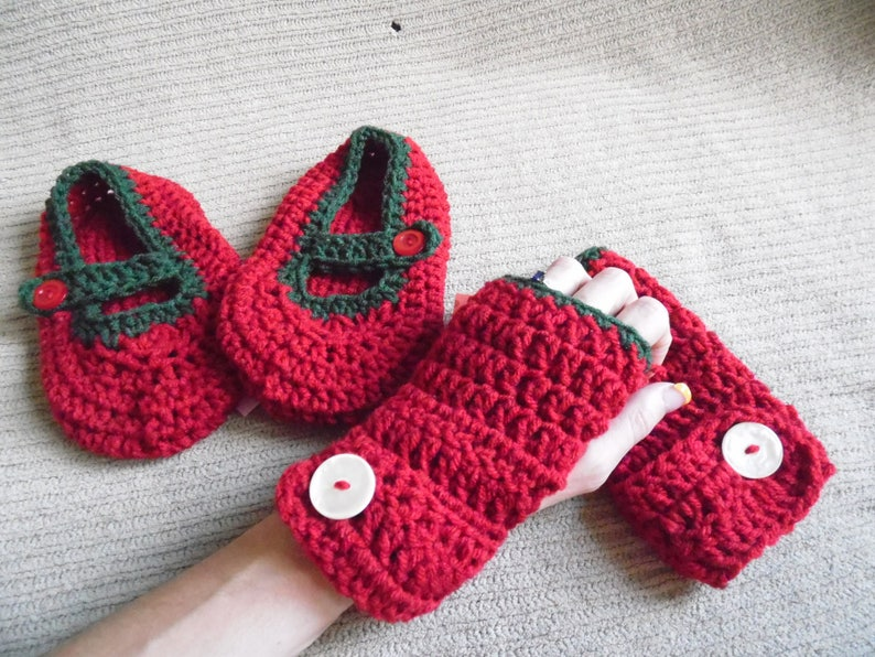 Ready to Ship Slippers Gloves,Arm Warmers,Fingerless Gloves Women/'s 8.5 Red and Green Mary Jane House Shoes /& Warmers