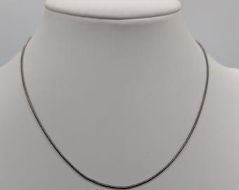 935155768193 90 s Plain silver-toned necklace