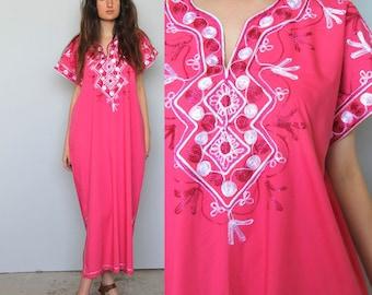 on her throne -- vintage 70s embroidered muumuu dress M/L