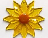 Fused Glass Yellow Daisy Ornament/Suncatcher - gardener gift, teacher gift, glass flower, christmas ornament, grandma gift, get well gift