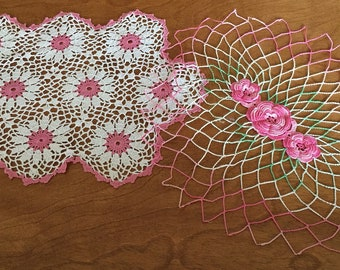 Vintage Lace Crochet Doilies, Pink Centered Daisies, Scalloped Edge. Pink Irish Roses
