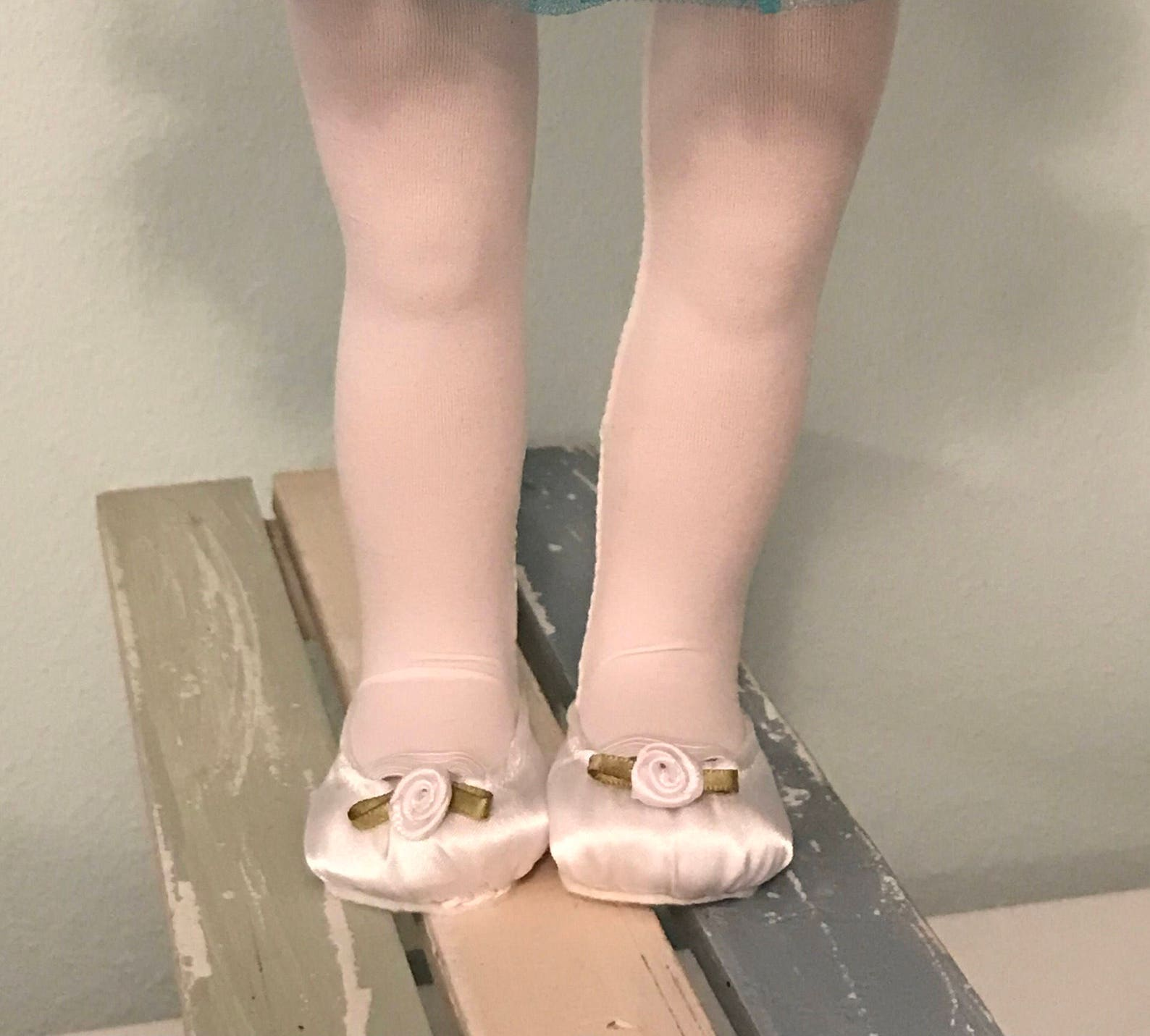 complete 5-piece outfit: celtic green tutu, white leotard, ballet shoes, tights, and headband - 18