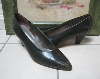 c7f987e3cc Vintage Via Spiga darkest taupe olive brown leather pumps