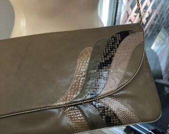 8c0be08ad121 Vintage warm tan leather snake skin large clutch shoulder bag