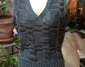 Vintage retro graphite sweater vest, woman's textured grey V neck sweater vest, made Hong Kong woman's vest S/M