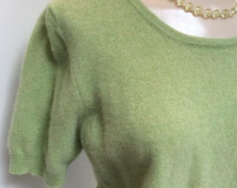 Vintage soft green cashmere short sleeve pullover sweater, sz M/L dusty apple green cashmere sweater, preppy sz L cashmere short sleeve top
