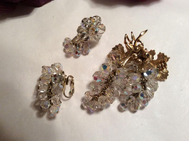 Vintage retro glamorous cascading crystals grape clusters brooch earrings set AB crystal clusters clip earring grape cluster big brooch pin